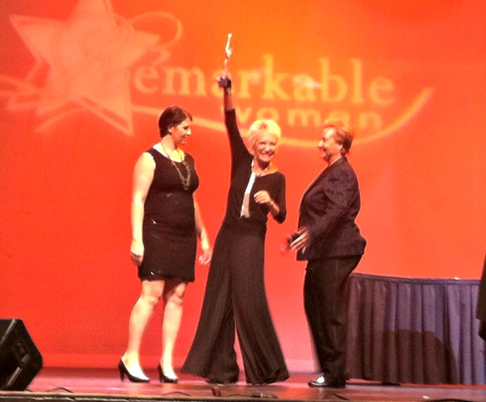 Kim Shepherd accepts NAWBO-OC Innovator award
